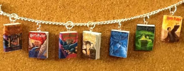 harry-potter-book-charms-bracelet1