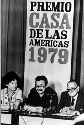 Haydee Santamaria junto a los escritores Mario Benedetti - Uruguay- y Alejo Carpertier -Cuba